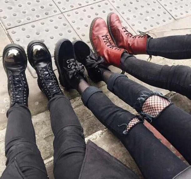 shoes grunge boots grunge pants jeans awesomness black middle shoes platform shoes platform's dr marten boots boots black boots leather boots