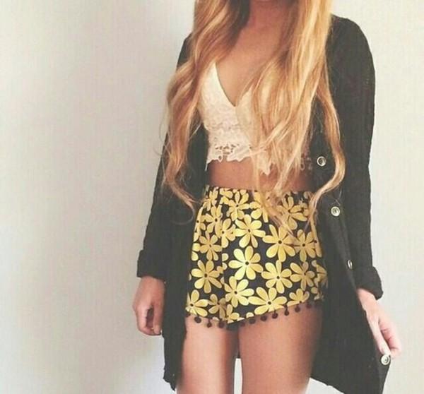 shorts flowers sun black blouse