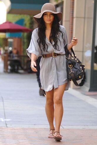 hat beige hat grey shirt dress brown belt black and gold bag sandals blogger