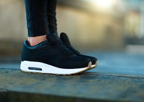 shoes sneakers nike trainers air max black trainers black sneakers