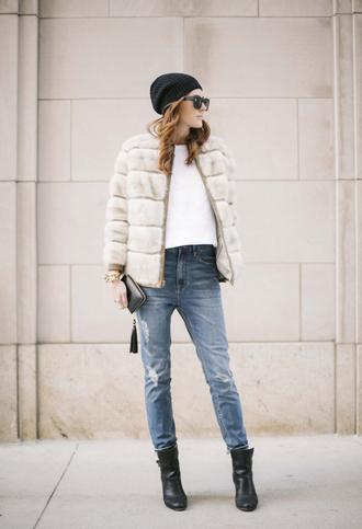 could i have that jeans t-shirt hat shoes sunglasses jewels coat
