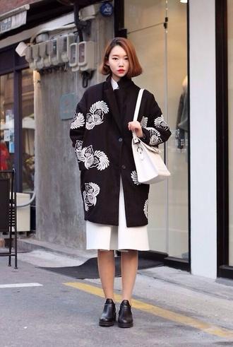 jacket black white japanese asian chinese coat trench coat pattern swirls model chic streetwear urban cool grunge mature bag