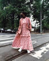 dress,maxi dress,printed dress,ruffle dress,white sneakers,blazer,shoulder bag,sunglasses