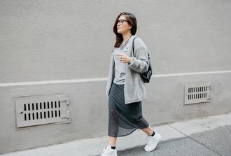 dariadaria blogger dress grey skirt grey t-shirt knitted cardigan
