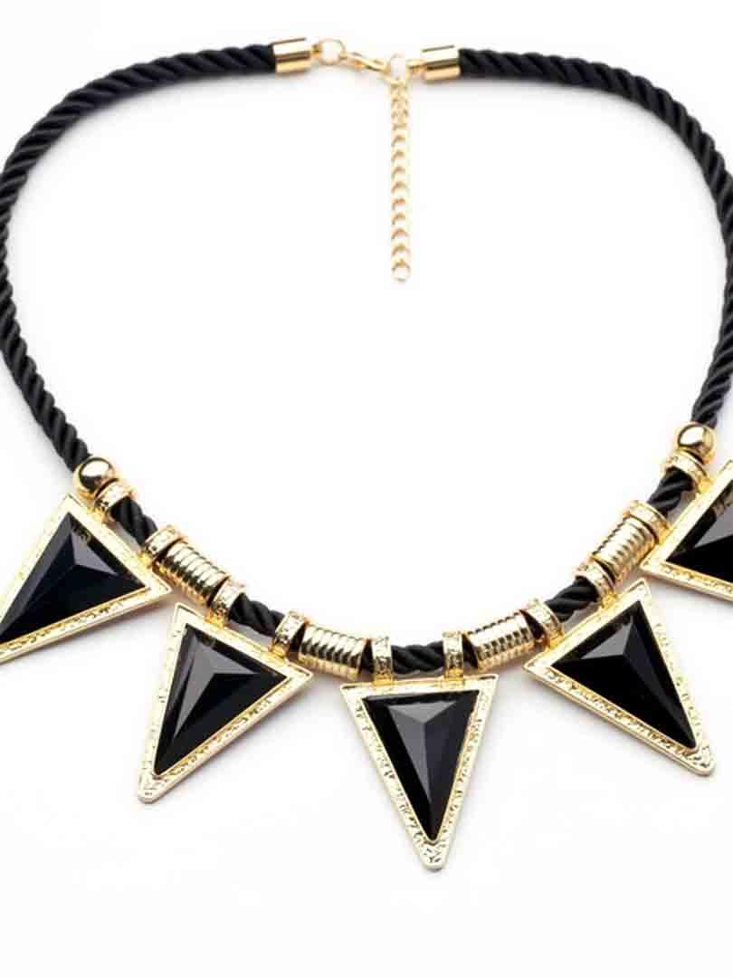 Triangle pendant necklace in black