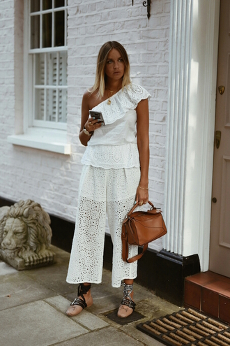 en vogue coop blogger white top white pants flats designer bag asymmetrical summer outfits brown leather bag one shoulder loewe bag