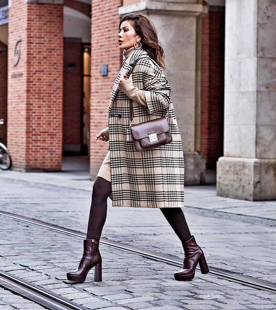 coat brown boots tumblr plaid plaid coat tights boots oversized oversized coat bag
