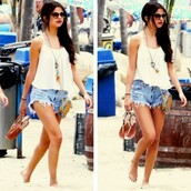 shorts,clothes,high waisted,selena gomez,beach,tank top,top,white,necklace,dreamcatcher,bag,denim,High waisted shorts,white tank too,glasses
