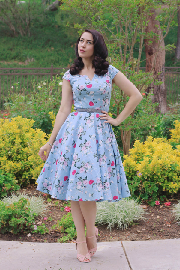 southerncaliforniabelle blogger dress top shoes belt jewels blue dress sandals vintage 50s style spring dress