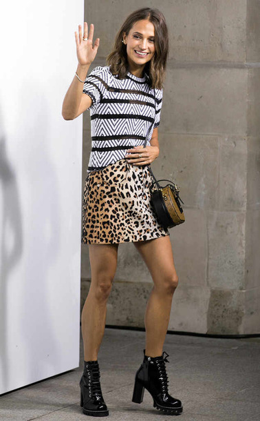 skirt animal print mini skirt ankle boots alicia vikander streetstyle fall outfits
