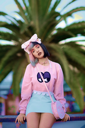 melanie martinez,pastel,skirt,pink,big bow,pink sweater,blouse,cute,shirt,bag,sweater,celebs,crossbody bag,pink bag,palm tree print,pastel pink,unique style