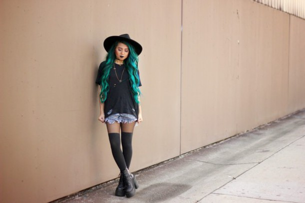 the river wolf blogger tights ripped shorts black t-shirt