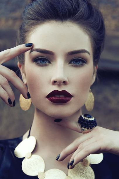 jewels earrings ring necklace make-up blue lipstick red blue eyes nails make-up red lipstick lipstick