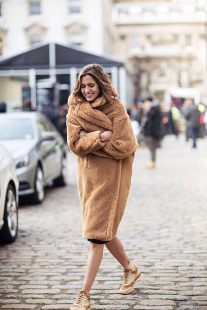 jacket coat camel fluffy coat camel coat tumblr fluffy fuzzy coat oversized winter outfits winter coat sneakers beige sneakers streetstyle teddy bear coat camel oversized coat