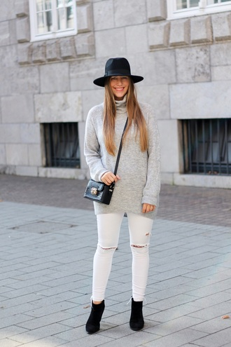 fabesfashion blogger sweater shoes hat bag fall outfits crossbody bag grey sweater turtleneck sweater ankle boots black hat