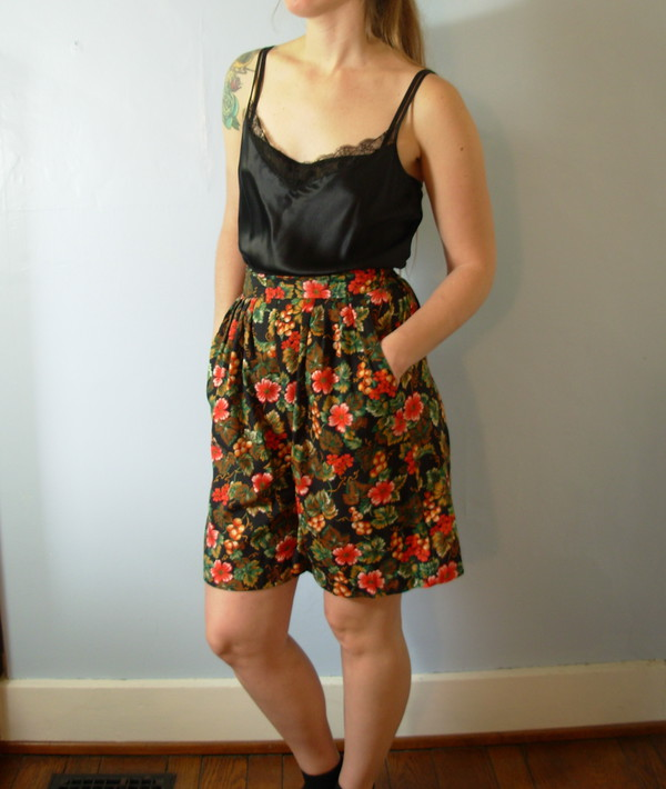 Vintage 80's flowy long pleated shorts with floral print, high ...