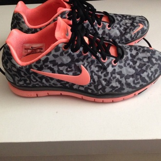 shoes pink pink shoes cute nike cheetah nike running shoes nike free run