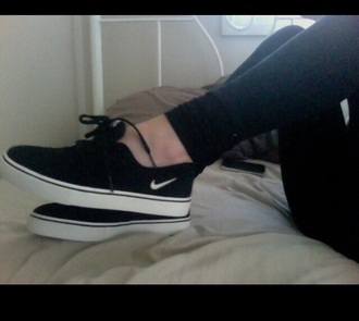 shoes black white black and white nike shoes nike sb nike nike air nike black swag cool cute shoes clothes leg wear wear bottoms shoe girls menswear rare vintage modern tumblr