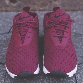 shoes red belt middle jordans jeans hair accessory nike adidas run workout burgundy shoes burgendy nike shoes nike running shoes high top sneakers sneakers running shoes red shoes tumblr shoes hat jacket the middle