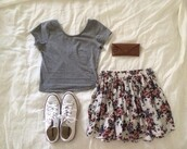 skirt,floral,floral skirt,vintage,vintageskirt,retro,chick,style,goodtaste,fashion,fashionsense,shoes,shirt