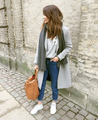 by funda blogger jeans grey coat leather bag grey sweater