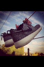 shoes,nike roshe run,roshe runs,black and white nike roshe run,nike,run,speckled,speckled nike roshe run