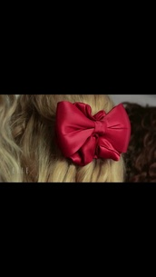 hair accessory,heathers,heathers the musical,jessica keenan wynn,musical,broadway,off broadway,off-broadway,wig,red bow,scrunchie,red scrunchie,ribbon,big red bow,big red scrunchie,heather,heather chandler