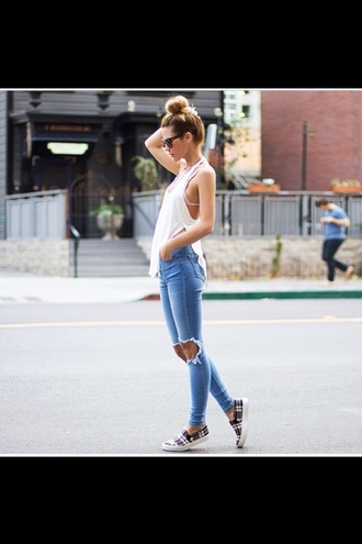 jeans denim shirt tank top shoes ripped jeans sunglasses slit long blogger vans printed vans top plaid slippers weekend outfits white top blue jeans slippers plaid black sunglasses bun summer outfits