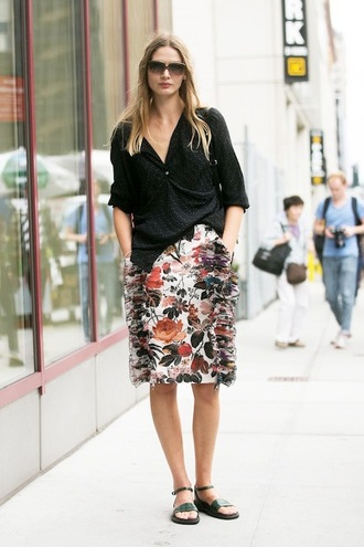 le fashion blogger sunglasses shirt skirt