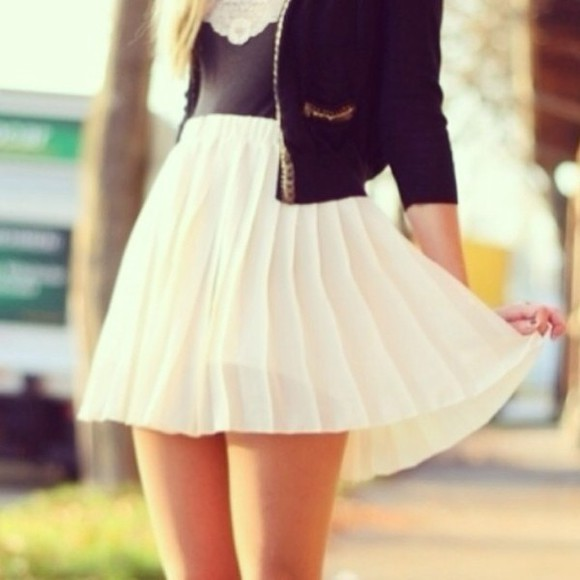 clothes skirt tank top black short skirt white skirt white short skirt cute skirt white black jacket jacket black tank top tanktop black tanktop white skirt, blazer,