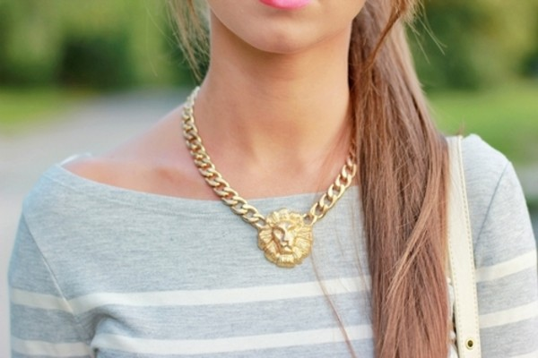 jewels jewelry necklace chain chunky chain necklace striped top gold chain chain necklace chunky gold chain striped shirt