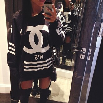 chanel streetwear streetstyle www.ebonylace.net sweat dress chanel sweatshirt chanel sweater black crewneck long sleeves black white channel longsleeve t-shirt chanel t-shirt