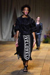 skirt,midi skirt,winnie harlow,model,runway,blouse,top,sandals,Paris Fashion Week 2017,fashion week 2017,h&m,jacket