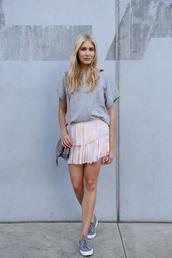 modern ensemble,blogger,t-shirt,skirt,shoes,bag,grey t-shirt,chloe bag,grey bag,shoulder bag,mini skirt,nude skirt,sneakers,grey sneakers,low top sneakers