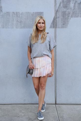 modern ensemble blogger t-shirt skirt shoes bag grey t-shirt chloe bag grey bag shoulder bag mini skirt nude skirt sneakers grey sneakers low top sneakers