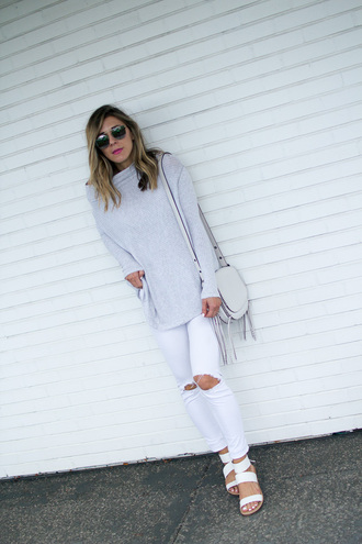 blogger sweater top jeans shoes bag sunglasses ripped jeans white jeans grey sweater white bag shoulder bag white sandals