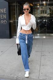 top,crop tops,shirt,jeans,boyfriend jeans,bella hadid,model off-duty,streetstyle,sneakers