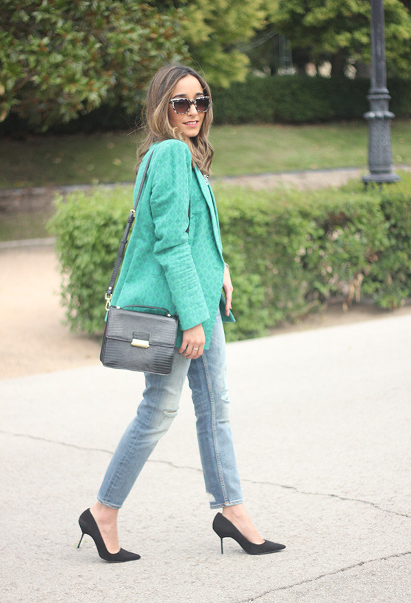 besugarandspice blogger jacket jeans jewels bag