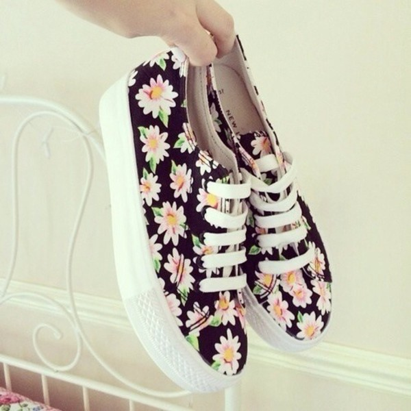 shoes daisy flowers floral flower print shoes sneakers vans pattern flowers perfect cool printed vans brand daisy trainers cute pink yellow black green white colorful spring summer low top sneakers floral sneakers