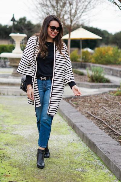 adoredbyalex blogger t-shirt shoes belt sunglasses jewels bag spring outfits ankle boots shoulder bag