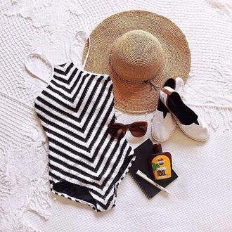 swimwear black white bikini black bikini black pattern bikini white pattern bikini vintage bikini white bikini black bathingsuit black and white bikini bathing suit top tiger bathing suit