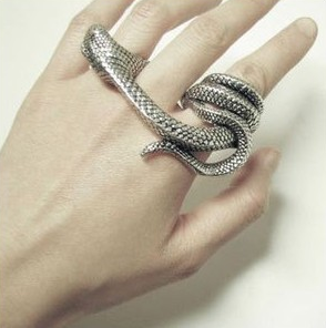 Min order is $10(mix order) fashion jewelry gothic punk big decorative pattern ring vintage snake head women 3 finger ring