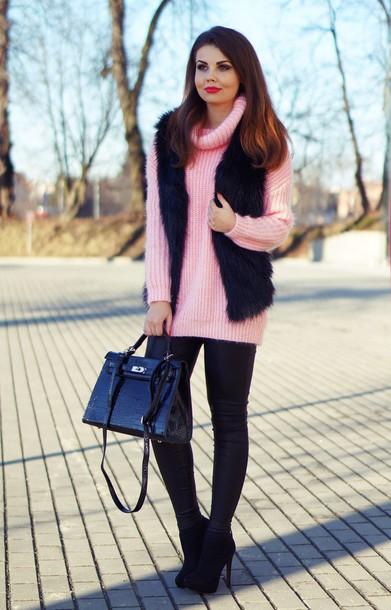 a piece of anna blogger pink sweater oversized turtleneck sweater faux fur vest jacket sweater bag pants shoes black fur vest