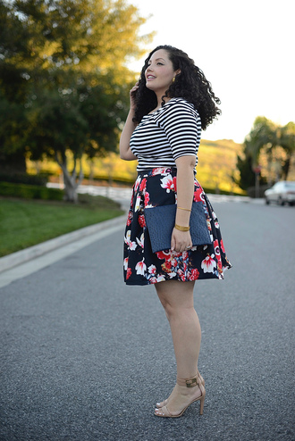 girl with curves blogger floral skirt curvy striped top top skirt shoes bag jewels make-up plus size top plus size