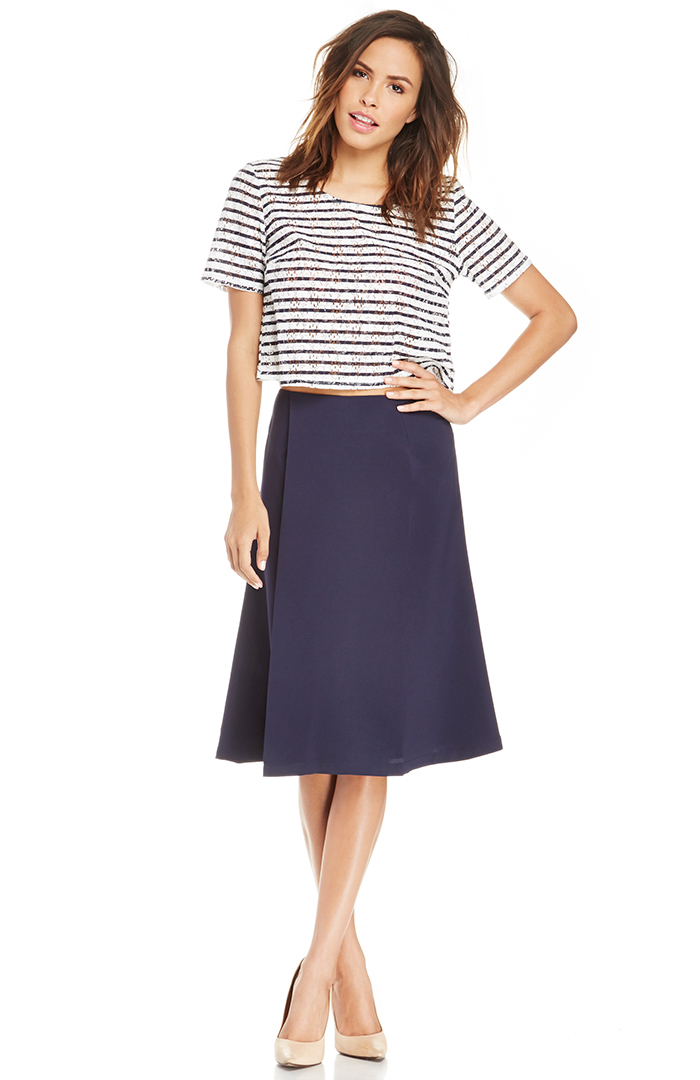 DailyLook: DAILYLOOK Midi Skirt in Navy XS - L