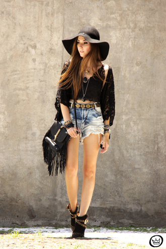 fashion coolture blogger hat floppy hat fringed bag ripped shorts boho black crop top shorts top bag jewels shoes