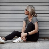 happily grey,blogger,top,shoes,stars,sneakers,grey t-shirt,casual,black ripped jeans