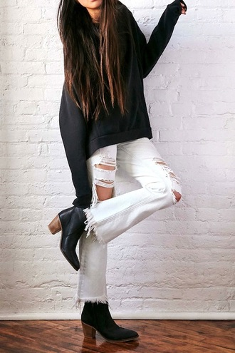 le fashion image blogger sweater black sweater ripped jeans white jeans black boots white ripped jeans flare pants