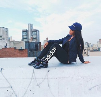 leggings aaliyah jay on da roof. social media famous adidas jordans on fleek posted up earlier black & blue jumpman