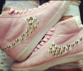 shoes,studded hightops,nike hightops,pink,high top sneakers,studed,nike,pink nike,gold studs